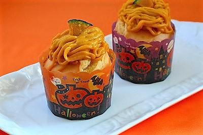ハロウィンカップケーキ かぼちゃクリームをのせて