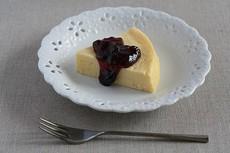 濃厚チーズケーキ ブルーベリーソース添え