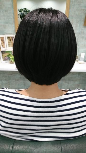 ヘアドネーションカット 直毛ショートヘア